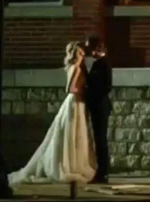Mr And Mrs Salvatore Kiss#StefanSalvatore #CarolineForbesSalvatore #StefanAndCaroline #StefanAndCarolineKiss #StefanAndCarolineSakvatore #Sterolinepic.twitter.com/t8Jdth8v1G