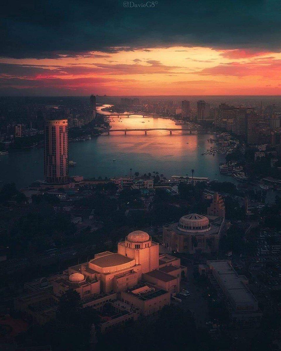 Golden hour Cairo <br>http://pic.twitter.com/DGpD3gfhne
