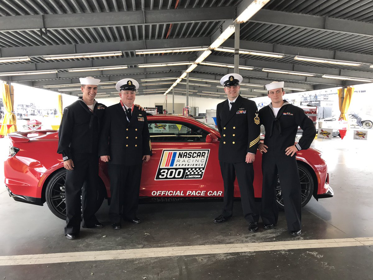 #ICYMI : Sailors from#USSFarragut  toured@DISupdates  & spent some time with a few@NASCAR  drivers. 👀 for sailors from#USSTheSullivans  at the#Daytona500  🏆🏁 tomorrow!#KnowYourMil #TroopsToTheTrack