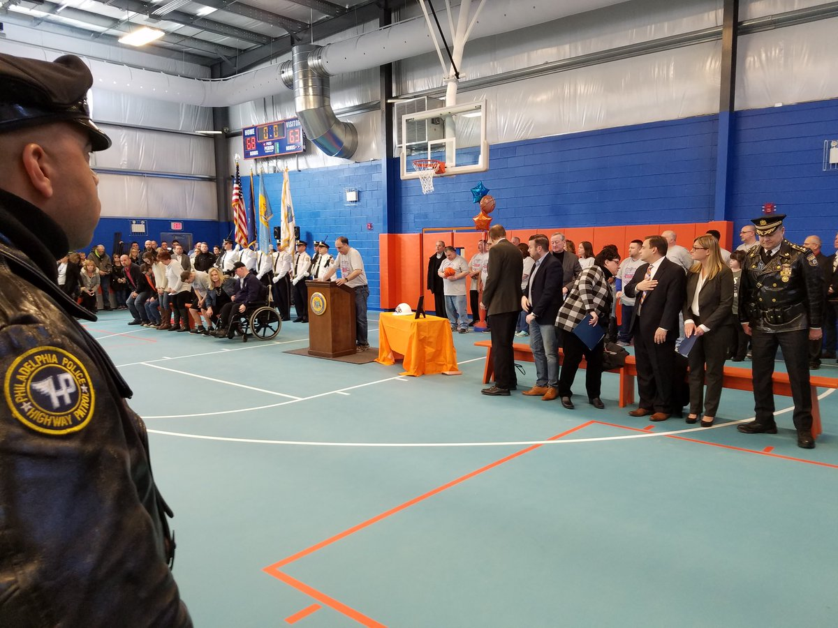 The community & city officials thanks  P/O John Marynowitz and his family. @BustletonBengal new gym. @PhillyPolice @PPDCommish @PPDJoeSullivan @PPD07Dist @PPDRecruitTrng @FOPLodge5