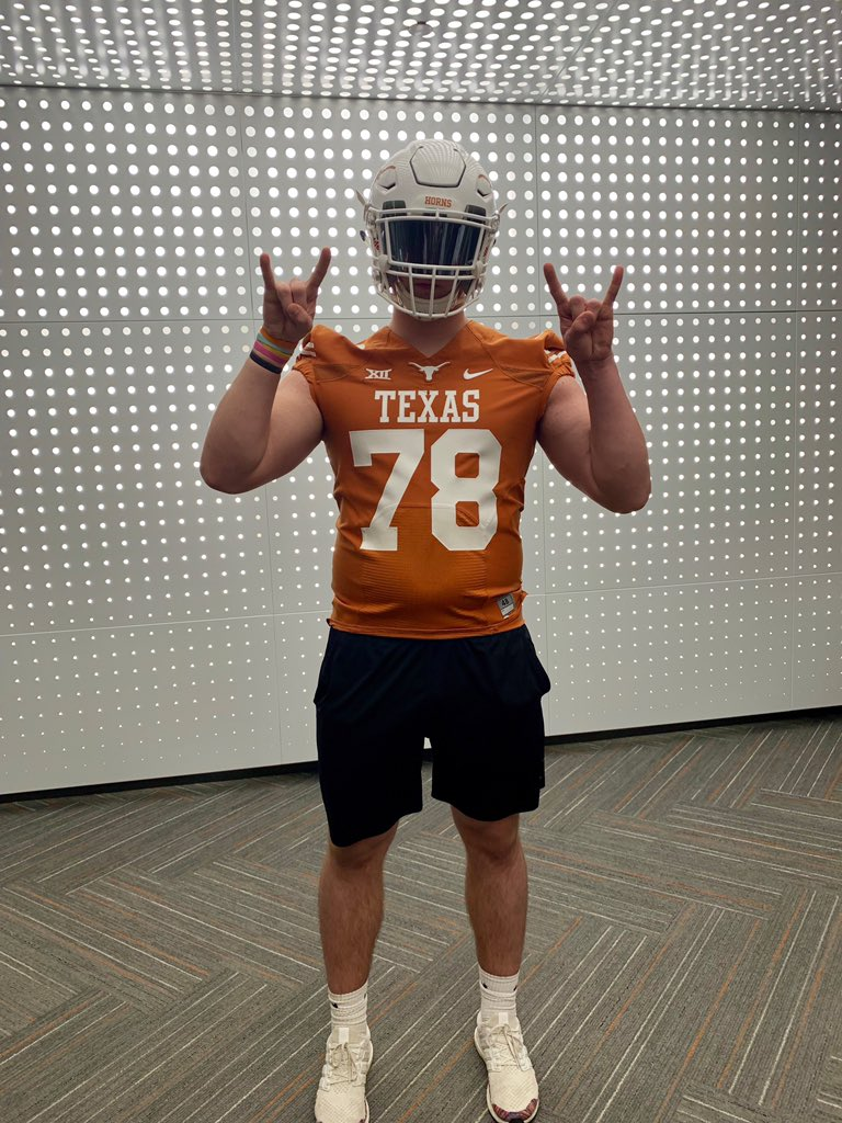 Had another awesome visit at Texas today!  Thank you @CoachHand, @CoachTomHerman, and @BCarringtonUT for the visit. Hook em<br>http://pic.twitter.com/WKBGifJQ8J