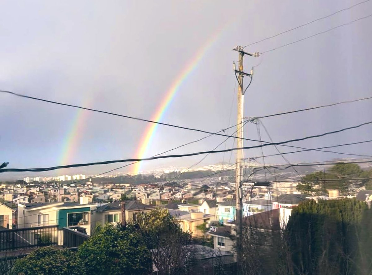 Double rainbows  🌈 🌈 in the Westlake area of Daly City ♥️! Pic via viewer Belinda 😊 Happy Saturday ☀️ friends!