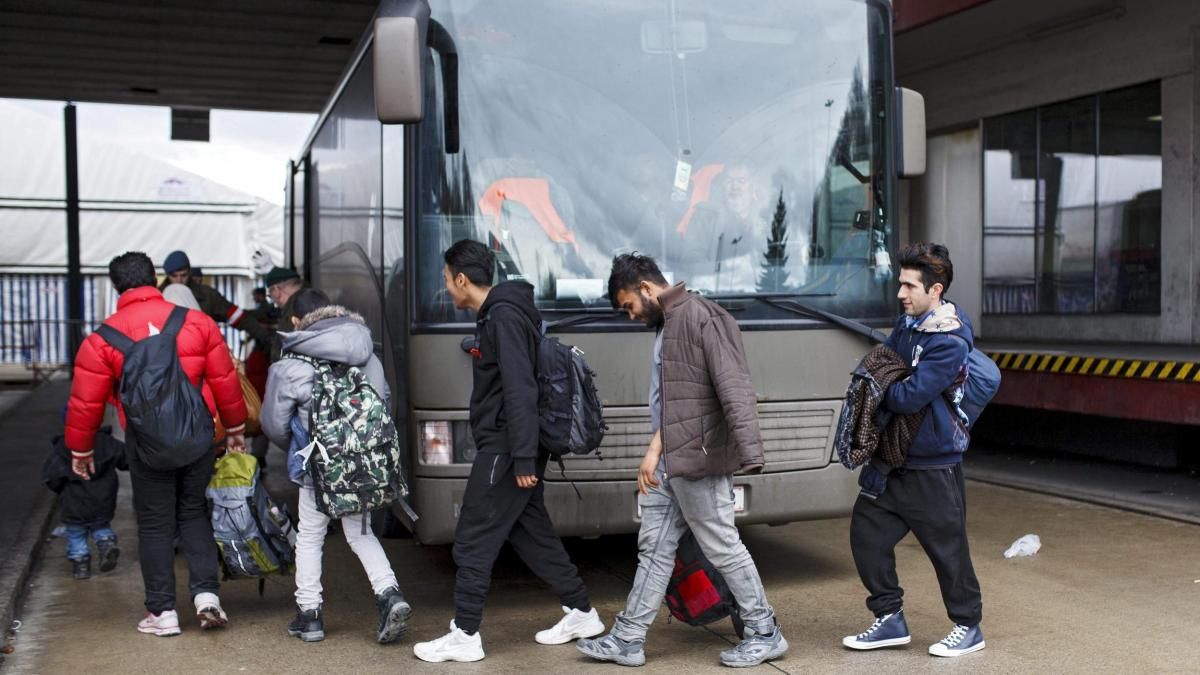 Laut Schätzungen reist jeder dritte Abgeschobene wieder nach Deutschland ein https://t.co/oipJJRNHcn
