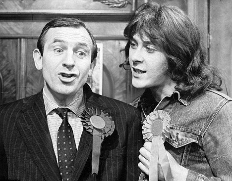"""1975 """"Rising Damp"""" episode 'Stand Up & Be Counted' #OnThisDay @ITV starring Leonard Rossiter & Richard Beckinsale @BritComSociety"""