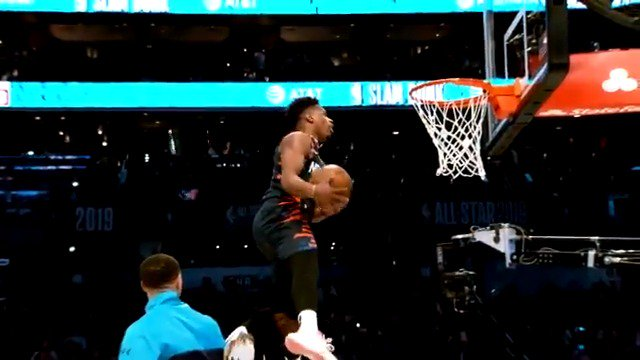 Leap over @DwyaneWade, lob from @StephenCurry30...  @Dennis1SmithJr with the bounce in #PhantomCam!