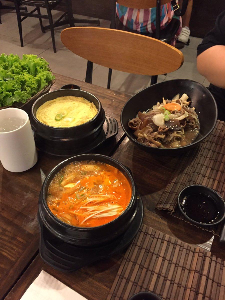 ใครอยากกินอาหารเกาหลีราคาไม่แรงขอแนะนำร้าน dal dal ที่จีทาวเวอร์ mrt พระราม9 เลย คืออร่อยจริงๆๆๆๆ อร่อยมากๆๆๆๆๆ แล้วอาหารจะเป็นเซ็ต ราคาประมาณสองร้อยนิดๆเท่านั้น นี่สั่งเต็มโต๊ะ ไม่ถึงพัน
