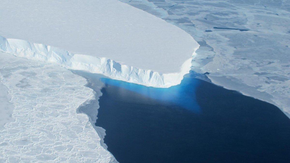 """VIDEO. """"C'est une catastrophe ce qu'il se passe en Antarctique ouest"""" : pourquoi le glacier Thwaites inquiète les scientifiques  https://www.francetvinfo.fr/meteo/climat/video-c-est-une-catastrophe-ce-qu-il-se-passe-en-antarctique-ouest-pourquoi-le-glacier-thwaites-inquiete-les-scientifiques_3189997.html…"""