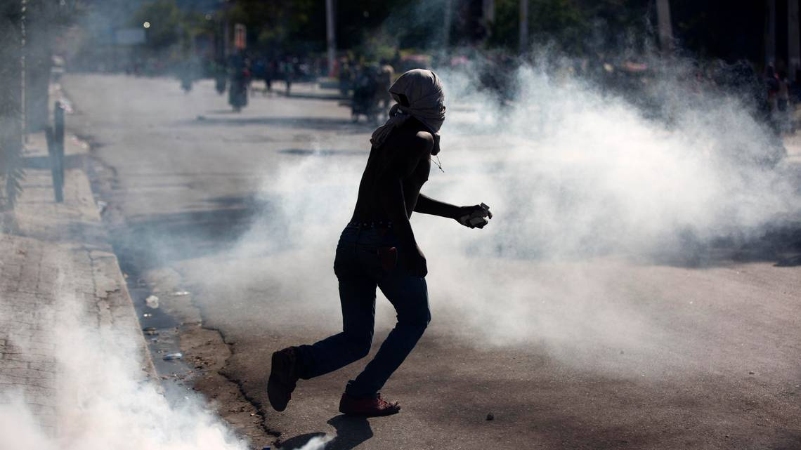 Haiti PM makes plea to protesters. He promises to tackle corruption, reduce spending https://t.co/SoHtaUxXW1 Via  @Jacquiecharles