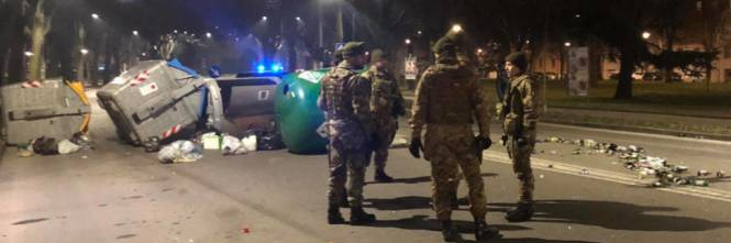#Ferrara, la rivolta degli #immigrati. Esercito in strada: 'È una guerra' https://t.co/0eKZbWz8A5