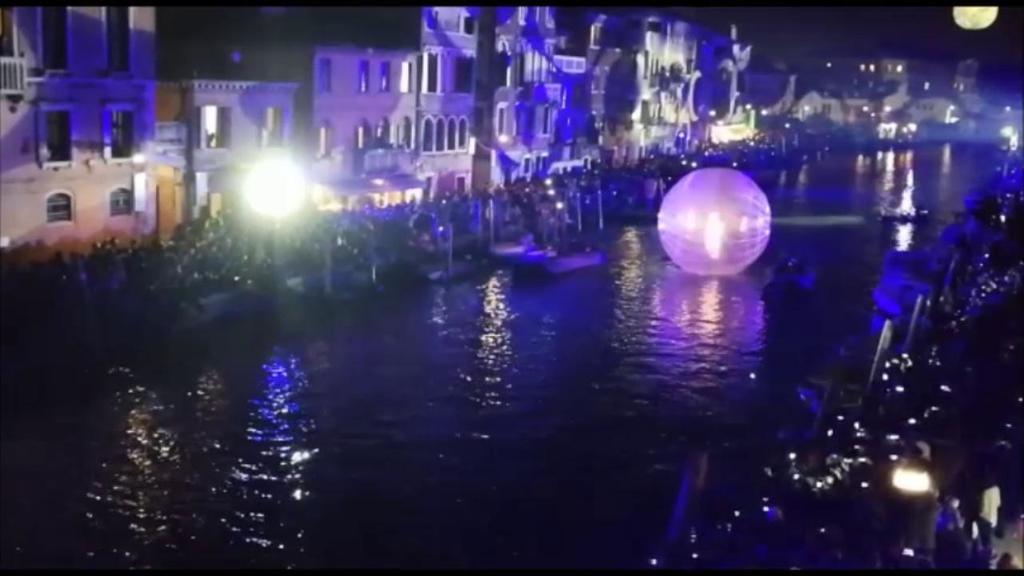 Venezia, la sfilata sull'acqua per l'apertura del ...