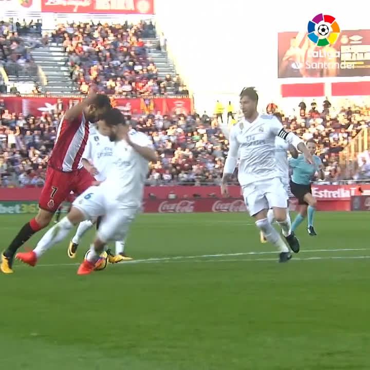 """شاهد كيف جاء هدف نجم @GironaFC  """"ستواني"""" في مرمى """"ريال مدريد"""" ⚽  #RealMadridGirona"""