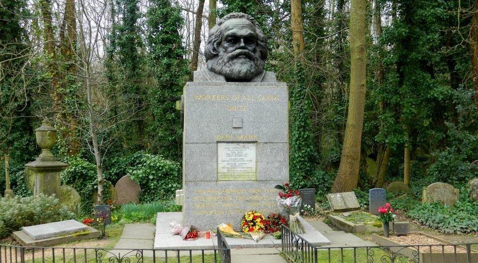 La tombe de #KarlMarx de nouveau vandalisée à #Londres https://t.co/XTea9VPVNP