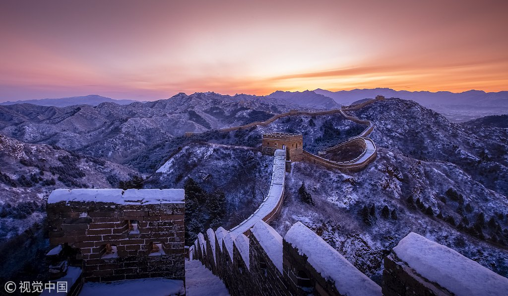 You should not miss the #GreatWall covered by snow. Retweet if you are amazed!
