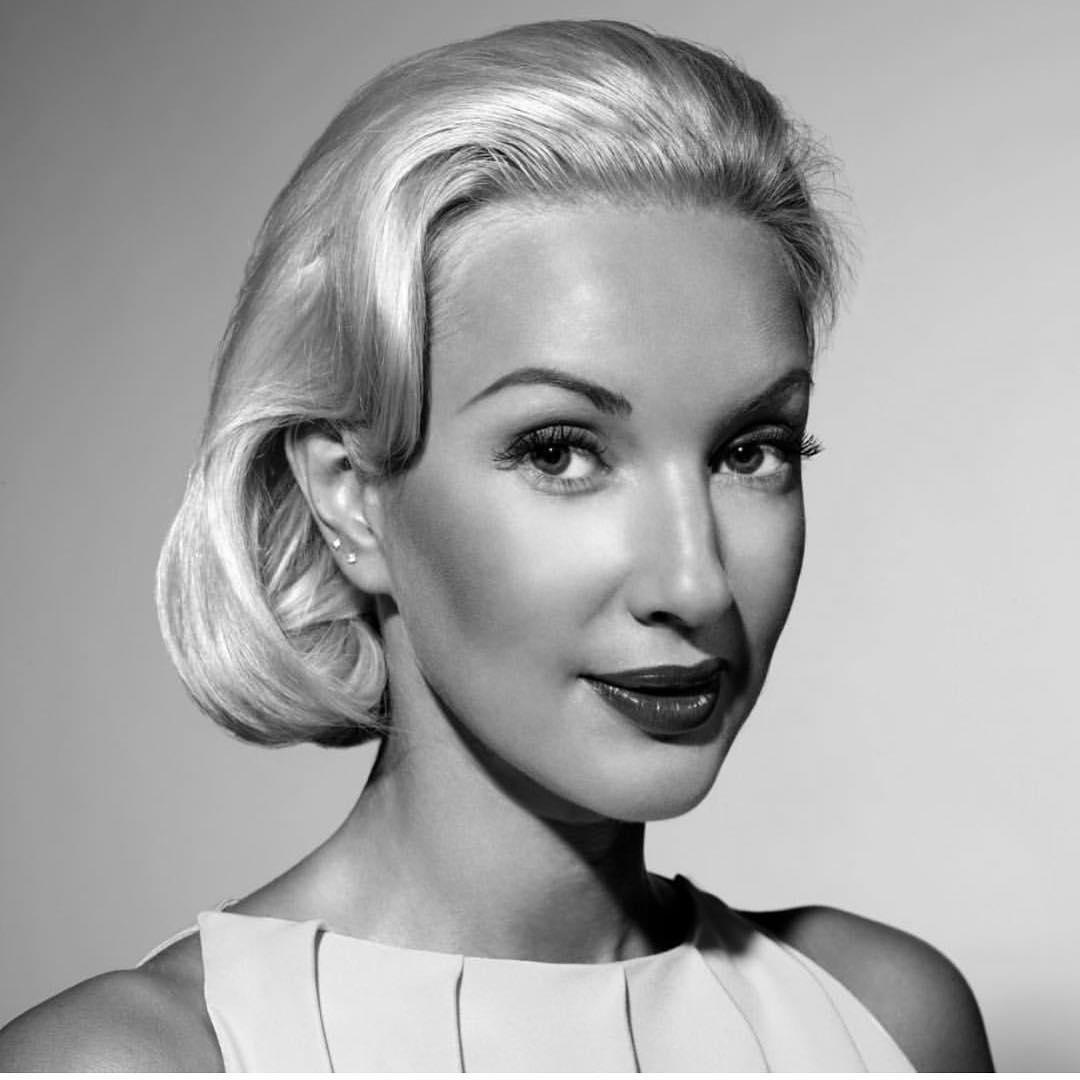 Узнал Леру Кудрявцеву в образе известной американской актрисы Грейс Келли❓😍   Как тебе перевоплощение?👸