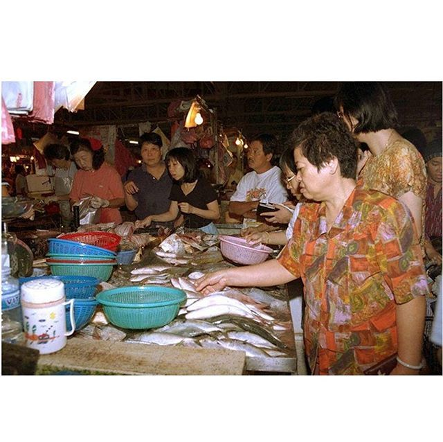 Surely every Singaporean kid would remember a trip to the wet market with their mothers or grandmothers! Not all of us fancied the slippery, loud, and sometimes funny-smelling markets, but still we trotted along for some hearty breakfast or a new toy on … http://bit.ly/2SDCkpe