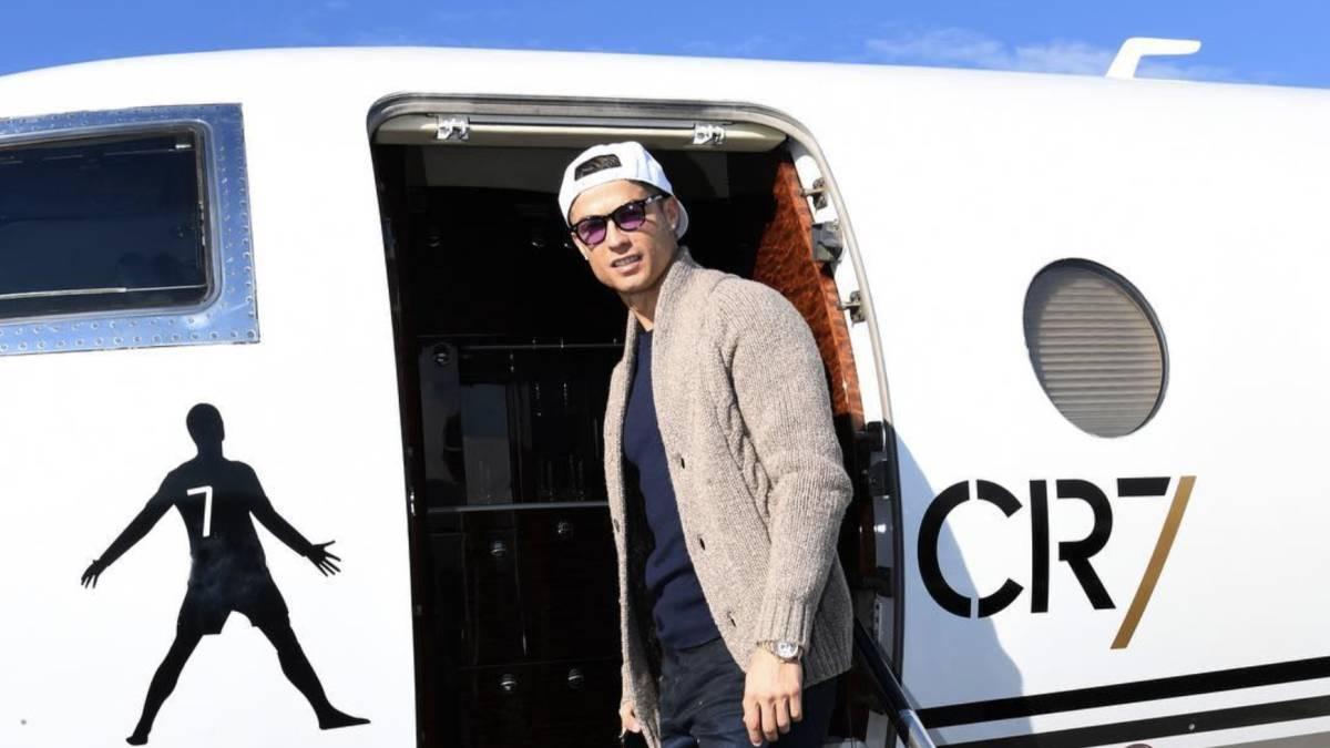 ملوك الطائرات الخاصة فى كرة القدم  1) النجم البرتغالي كريستيانو رونالدو نجم يوفنتوس الإيطالي، يملك طائرة خاصة يبلغ سعرها 40 مليون دولار.