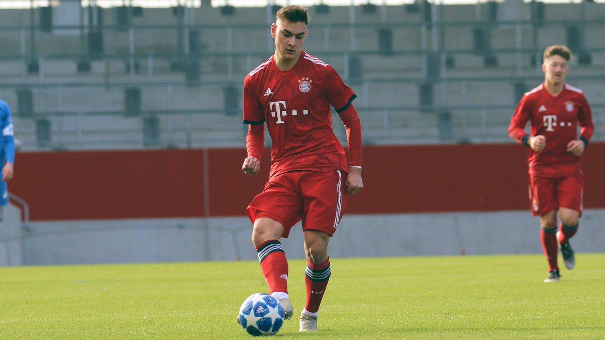Weiter so! Die #FCBU19 führt zur Halbzeit beim 1. FC Kaiserslautern mit 1:0. Tor: Marcel Zylla. #FCBayernCampus