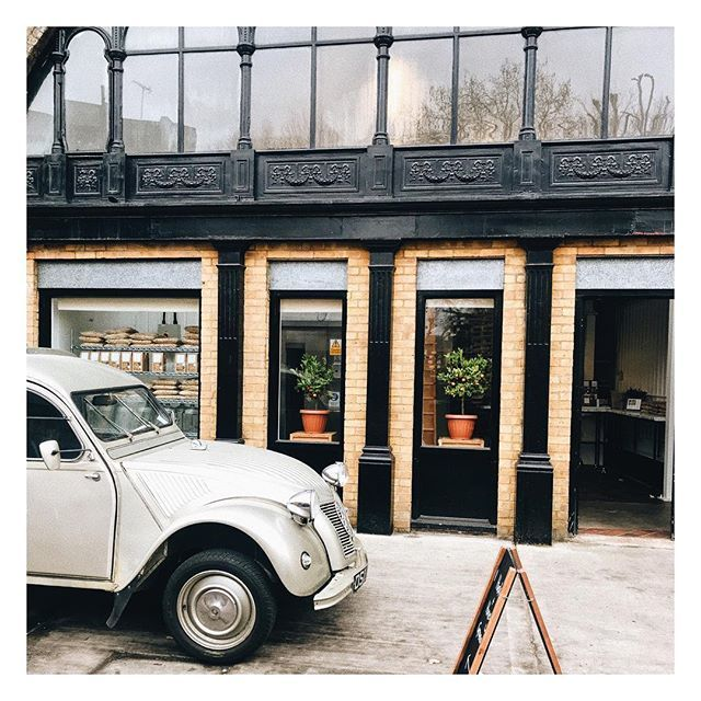 Saturday morning scenes at the bakery, apricot granola in the oven and an ever welcome visit from Lazy Coffee & their 1955 Citroen. The classic grandad of my 2016 Citroen Berlingo. #spaterminus #huskandhoneygranola #classiccars #saturdaymorning