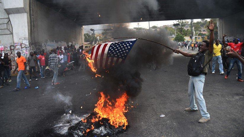 Manifestantes haitianos queman una bandera de EE.UU. y piden ayuda a Rusia y China https://t.co/0ooWYX6lJd