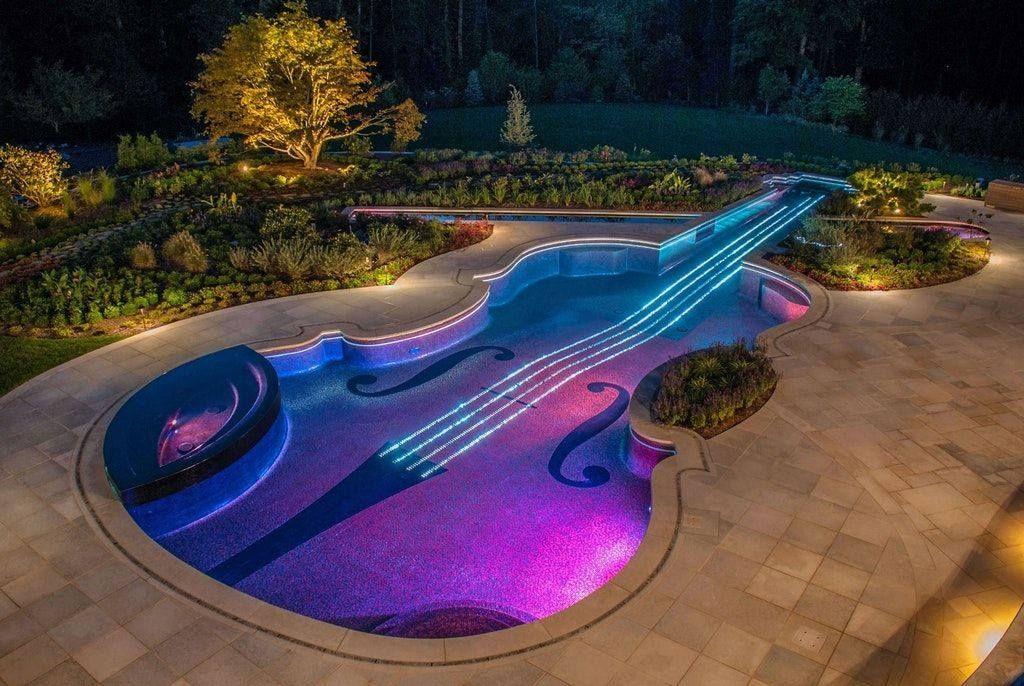 Quand un violoniste se construit une piscine 🎻  Crédit photo : Ed Pirone