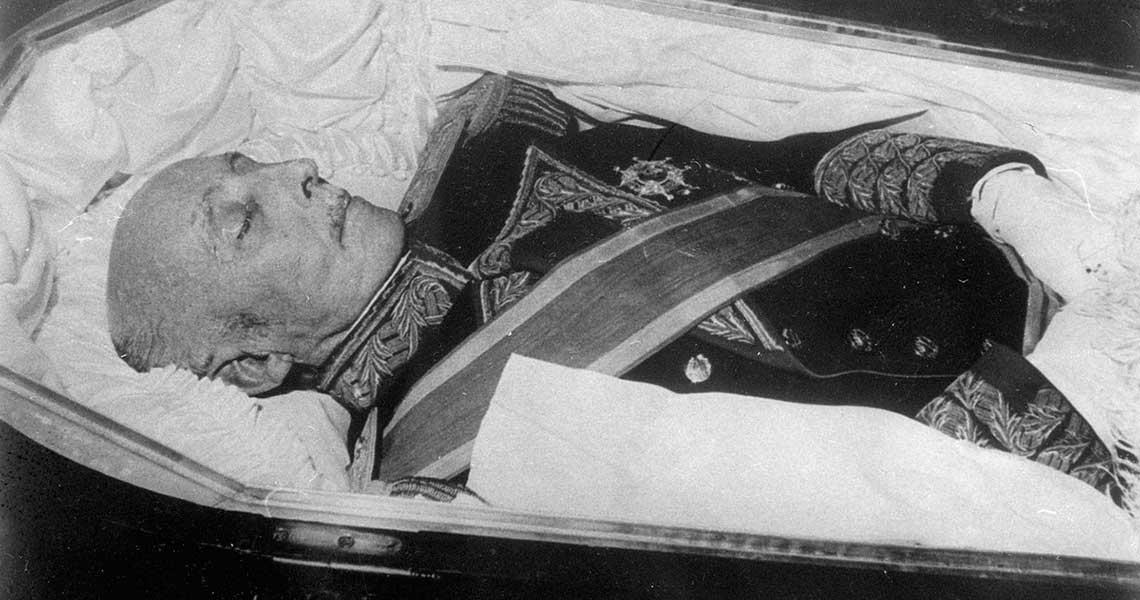 #Internacionales España ordenó la exhumación de Francisco Franco https://t.co/vcI3uUWxor
