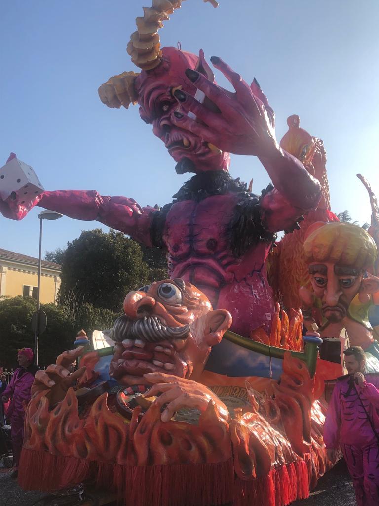 Partito il #Carnevale di #Camposampiero (Pd) con la tradizionale sfilata dei carri allegorici. Le foto sono di Ivana Godnik #TgrVeneto #IoSeguoTgr