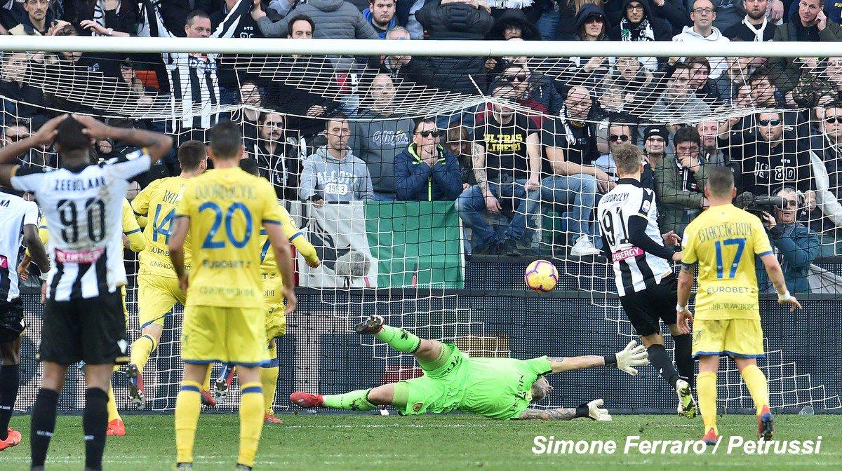 📷 La gallery di #Udinese 🆚 @ACChievoVerona ⬇️ Qui la cronaca 👉 https://t.co/VRAXvCw2Uf   #ForzaUdinese #UdineseChievoC#SerieATIMh#AleUdinievo