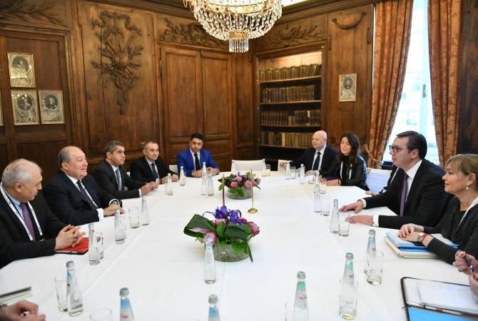 Le président #serbe a réaffirmé son intention d'ouvrir une ambassade en #Arménie.  Le président #arménien a souligné «les similitudes historiques et culturelles des deux peuples et les valeurs communes...»   #Serbie #Armenia 🇦🇲🇷🇸