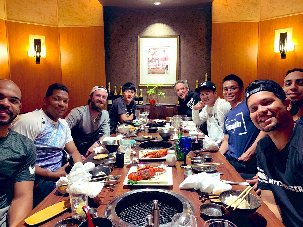 DIVERSE DINNER🍴  助っ人外国人ディナーしました(^^) 山﨑康晃もフィリピンのハーフ外国人なのでもちろん参加(^^)英語の勉強にもなるし、とても素晴らしい会でした✨  国は違うけどスポーツで繋がれるって。素晴らしい事。リスペクトの心を持ち続け今後もチームメイト大切にしてます✨  #仲間  #焼肉