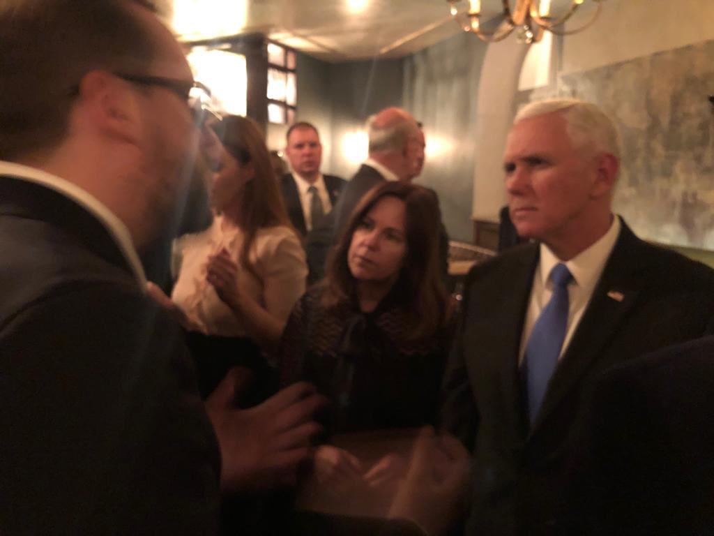 Was great to meet @mike_pence at our #seafoodandsecurity dinner friday night. I talked with the Vice President about the situation in venezuela and our reports from caracas.