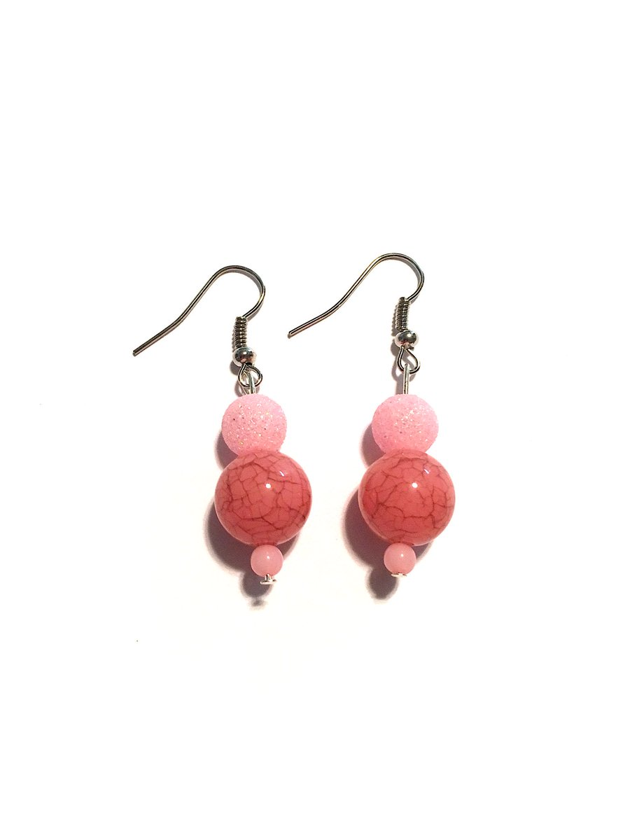 Unique Pink Sparkle Drop Earrings. Go to the link below to purchase:  https://www. etsy.com/shop/Toparadis eandbeyond?ref=search_shop_redirect &nbsp; …  #pink #pinkearrings #pinkgifts #dropearrings #earrings #uniquejewelry #unique #uniquefinds #uniqueshop #handmadeearrings #handmadejewelry #handmade #etsyshop #etsy #etsyjewelry #etsygifts <br>http://pic.twitter.com/WhAQXIX8z6