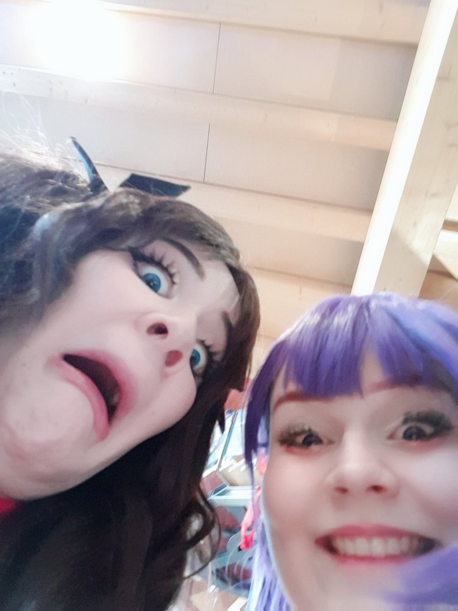 tfw when your parents tell you they&#39;re selling your sister to some old worm guy #desucon<br>http://pic.twitter.com/GFywe2sN2q