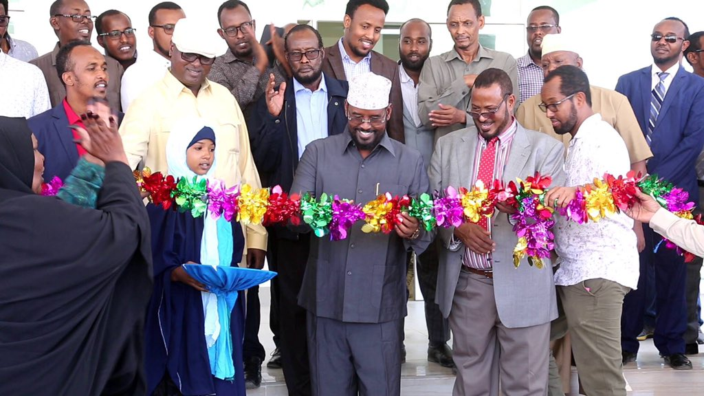 حاكم ولاية #جوبا_لاند يفتتح مجمع وزارات في مدينة #كيسمايو.  #الصومال  #Somalia #kismaayo