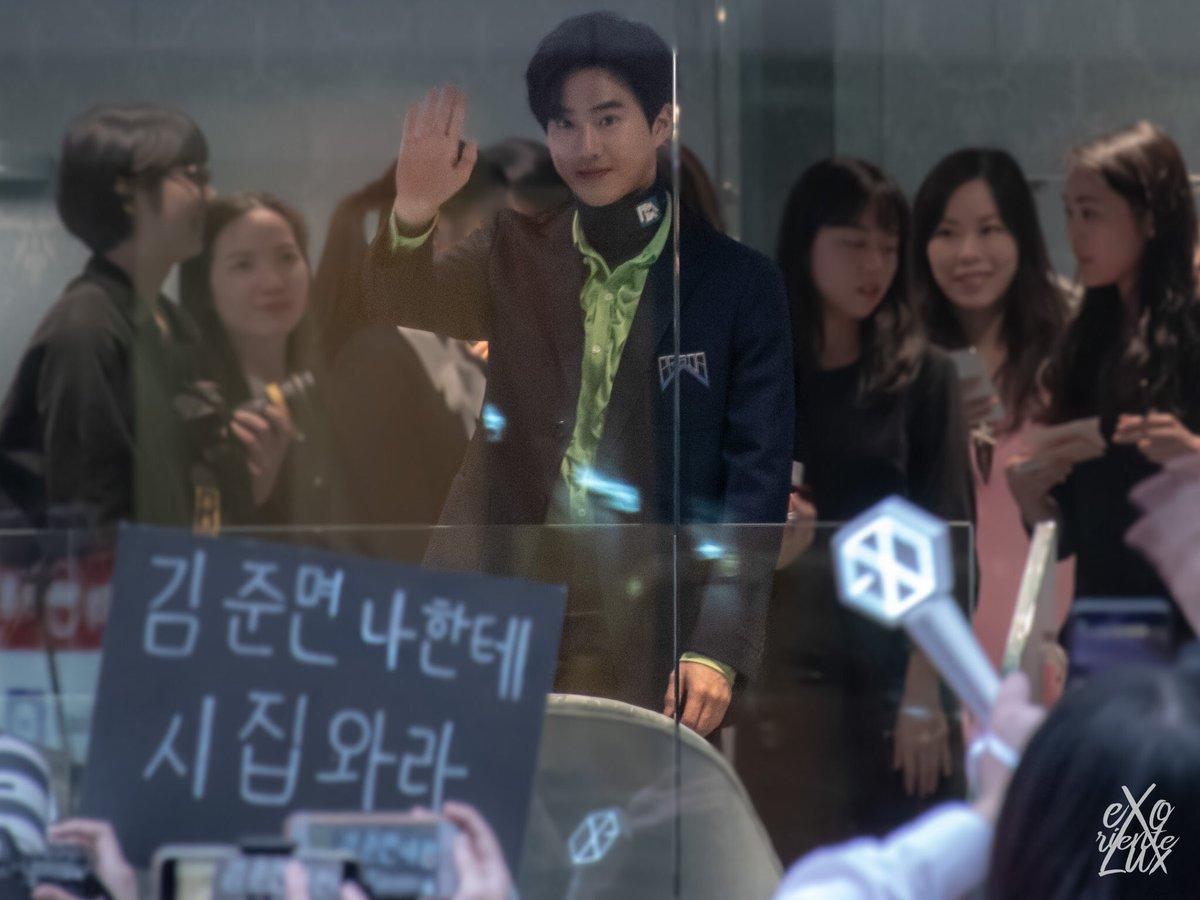Kim junmyeon, will you marry me?  #수호_MIUMIU #SUHOxMIUMIU @weareoneEXO<br>http://pic.twitter.com/raXxAUGSJb
