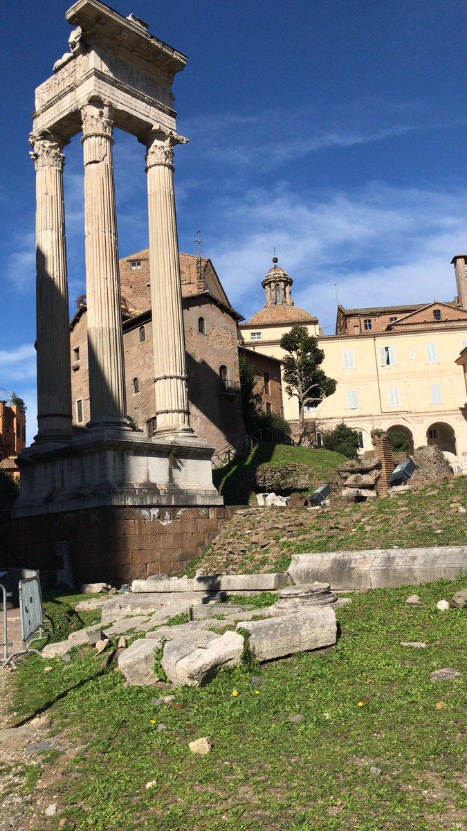 Portico d'Ottavia, Roma via @Mustapha1508 #travel #rome #roma #lazio #italy #beautyfroitaly https://t.co/7dzRuAkgVp