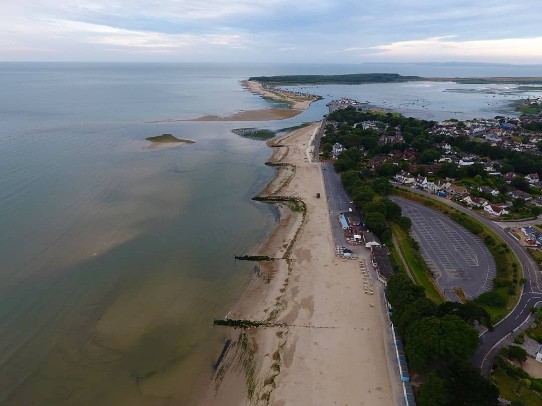 Avon beach looking West towards Mudeford Spit and Christchurch Harbour's entrance and its ever changing sandbars...  : IG/ russtyhooks  #MudefordQuay #avonbeach #christchurchharbour #christchurchdorset #dorset #travel #mymicrogap #lovegreatbritain<br>http://pic.twitter.com/ojhxPrMbCw