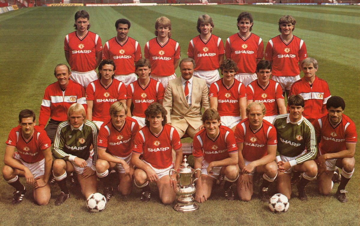 This is the @ManUtd team that got me hooked and I became a Manchester United fan.  Which team got you hooked ?  > Reply with a picture of the The first Man Utd team you remember supporting. #mufc