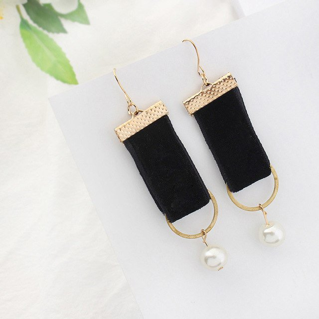 FashionInTheHouse Get earrings and fashion accessories at 90% wholesale price. https://fashioninthehouse.com #fashion #style #love #jewelery #beauty #shoes #bags #belt #ebay #me #deals #vintage #moda