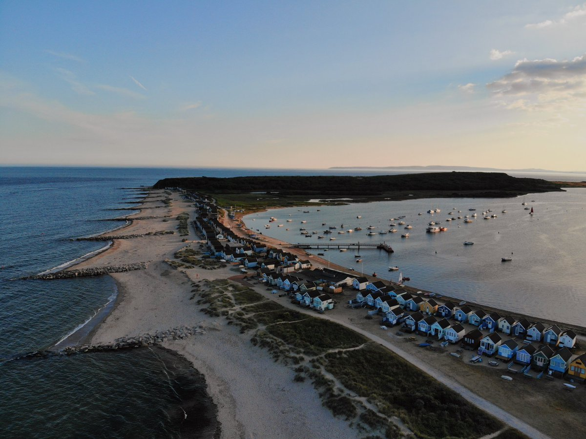 Mudeford Spit at golden hour, looking over Christchurch Harbour and the famous Hengistbury Head... #LoveXchurch  #Dorset #VisitDorset #Travel #christchurchharbour #Mudeford #mudefordspit #mymicrogap #lovegreatbritain #visitengland @VisitEngland #HengistburyHead <br>http://pic.twitter.com/agLmqxJir4