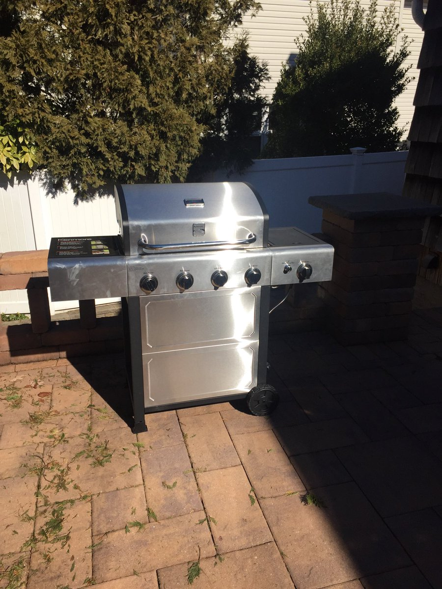 They said it couldn't be done! But I put together this new Kenmore grill all by myself! I'd like to thank my family for their support. A special thanks also goes to Eddie Lampert for running @Sears so into the ground that this great grill now sells for just $219!<br>http://pic.twitter.com/EmgoQObbCA