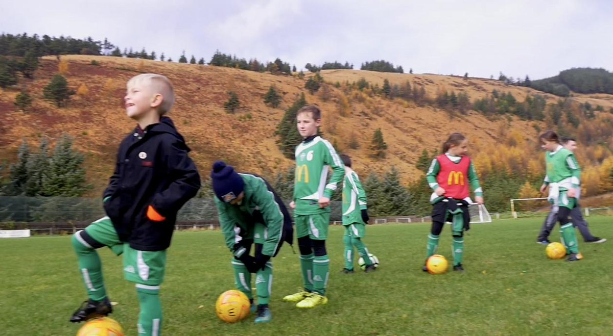 """🗞️ SUNDAY STORY   ⚽️ """"Even though he was very ill at times, Mark was determined to get a junior football club up-and-running for the children in his valley."""" ❤️#MoreThanAGame    https://buff.ly/2DJkh8d"""