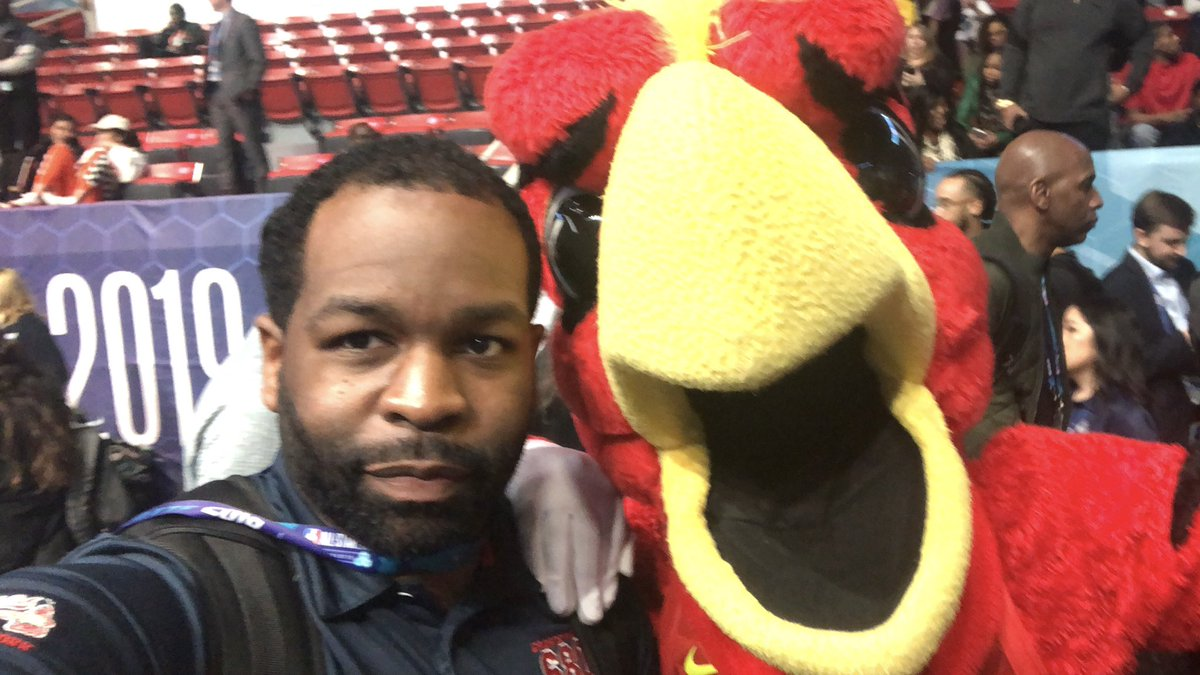 Harry the Hawk came out to enjoy Media Day yesterday! #Hawks #AllStarWeekend