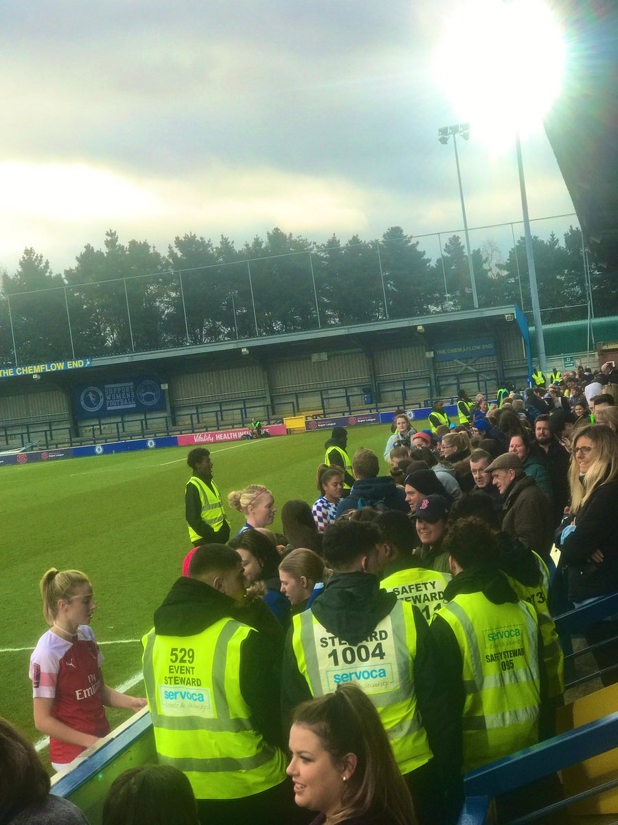 Twenty minutes after the final whistle and the players were still spending time with the fans, signing autographs and posing for selfies. One of the many attractions of the women's game. @ChelseaFCW 3-0 @ArsenalWFC @SSEWomensFACup