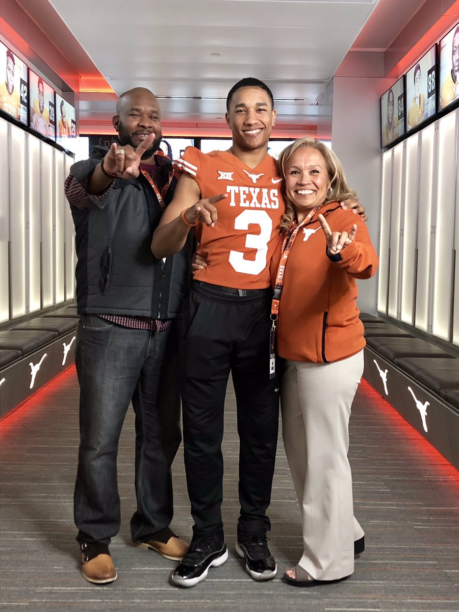 Had an amazing time at The University of Texas Junior Day! @Th3ShawnLewis #cloUT2020 #hookem