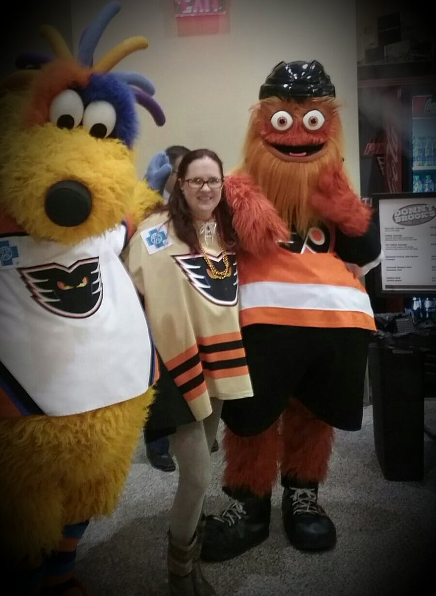 My life is complete...my 2 fav. buds!!!😄🔥 Happy Birthday MeLVin!!🎁🎂 @FUNWITHmeLVin  @GrittyNHL