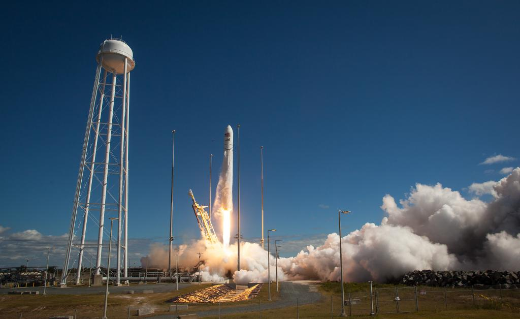 Calling all social media users! Want to see a rocket launch, but haven't had the chance? 🚀Apply to #NASASocial's April event to experience the #Cygnus spacecraft leaving @NASA_Wallops in Virginia headed for the @Space_Station! Info:  https://t.co/gJtBAzoi8r