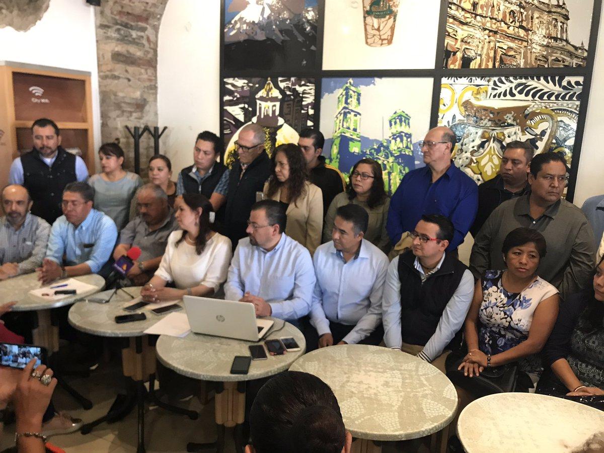 Exalcaldes, exregidores y militantes del @PANPUEBLA exigen a @GenovevaHuerta tomarlos en cuenta para definir al candidato a la gubernatura y que no haya imposiciones.    @e_consulta @periodistasoy