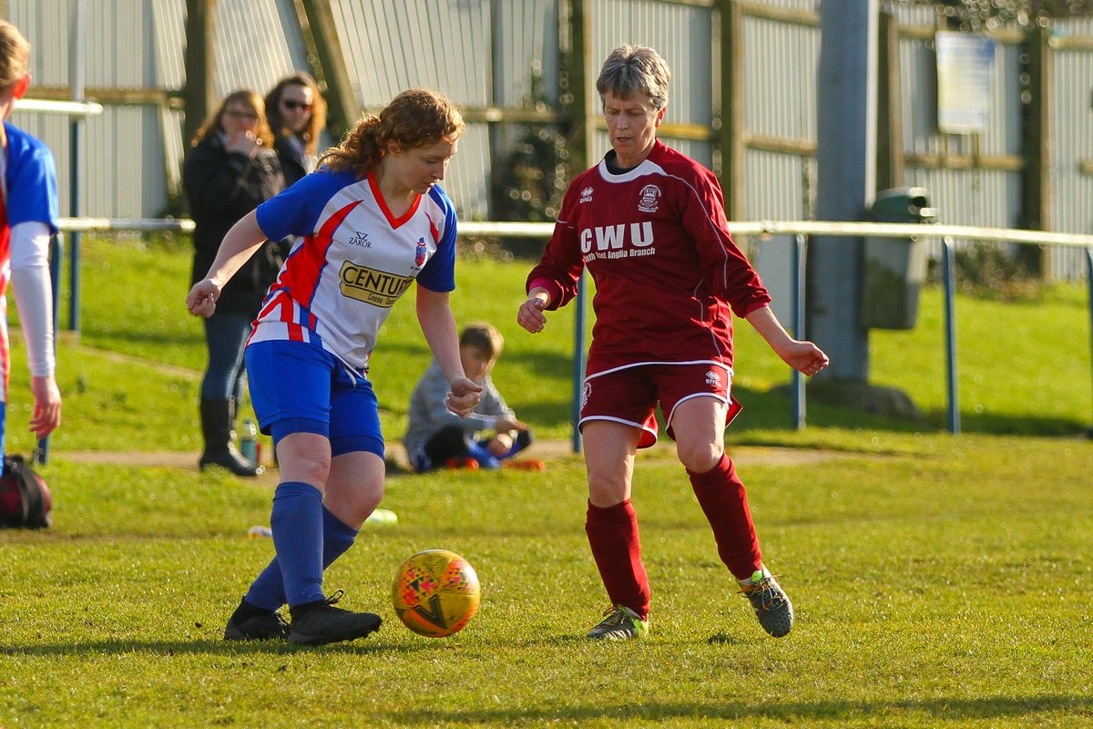 Dawn Barnard MBE playing in claret for Chelmsford City LFC today and every week. Dawn is in her fifties and founded @Claretladies in 1986. She is fantastic role model for the women's game. @WomenSportTrust @Womeninsport_uk @SheKicksdotnet @SentHerForward @JacquiOatley