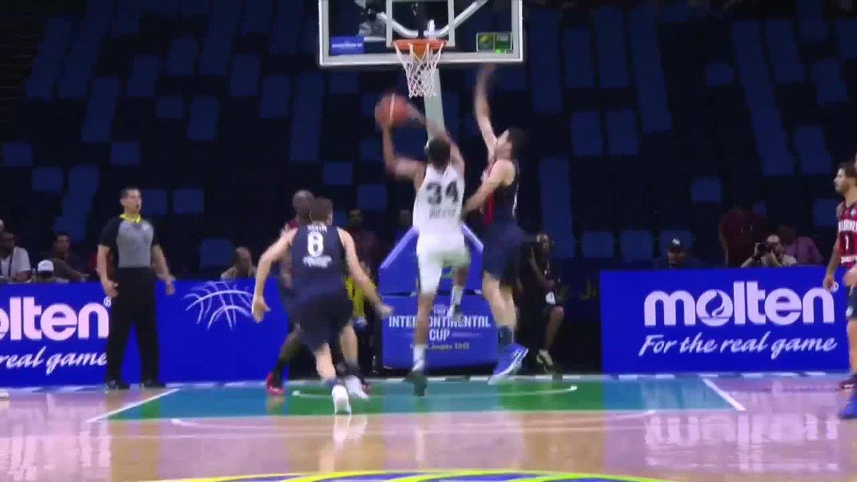 .@jhuestis with authority! 💥🔨 #IntercontinentalCup  🏀 @CASLABasquet 🆚 @austin_spurs   📺 http://go.fiba.basketball/FIBAIC_Live   📖 http://go.fiba.basketball/FIBAIC_SLAvAUS  💻 http://go.fiba.basketball/FIBAIC