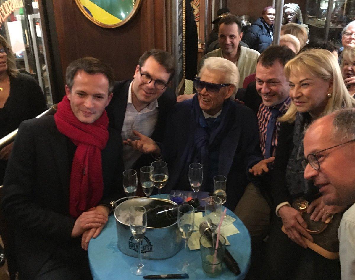 Très heureux d'être présent aux rencontres de l'association «Au cœur du 17ème», qui rassemble autour d'une personnalité des Parisiennes et des Parisiens de l'arrondissement. Échanges et bonne humeur autour de Michou ce soir.